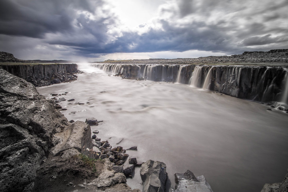 A horseshoe style waterfall in Iceland - An Epic 14 Day Iceland Itinerary