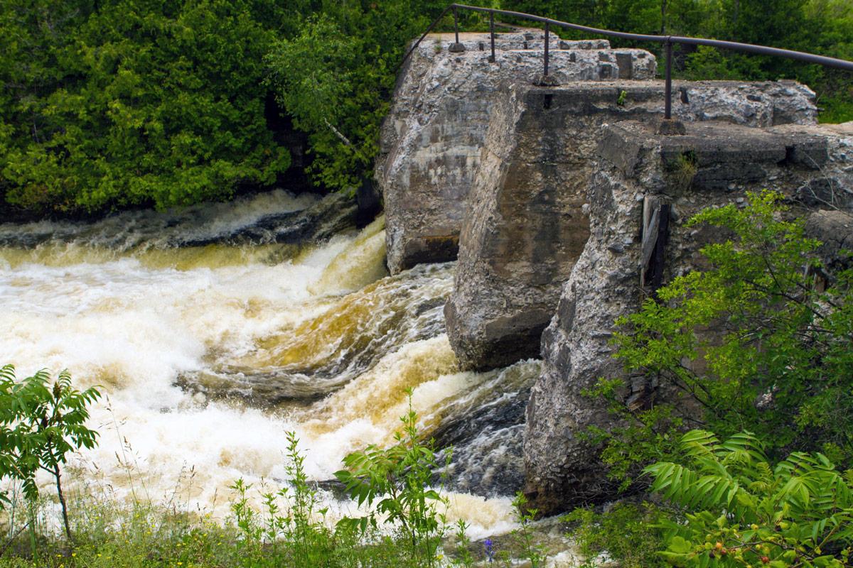 Bonnechere Caves - Roaring Bonnechere River