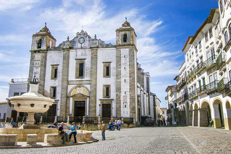 Travel to Portugal with kids